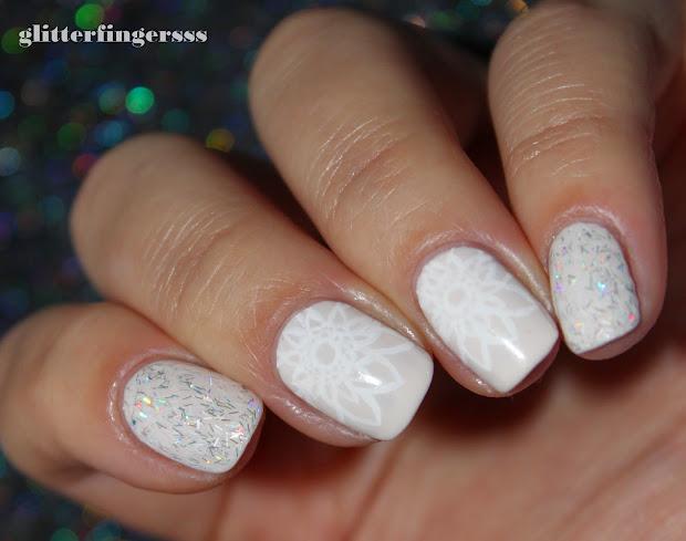 white nails glitterfingersss