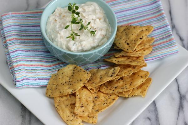 Skinny French Onion Dip with Greek Yogurt