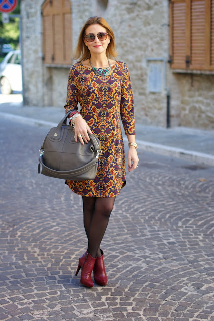baroque print dress, occhiali da sole tartarugati, burgundy ankle boots, Givenchy Nightingale bag, Fashion and Cookies, fashion blogger