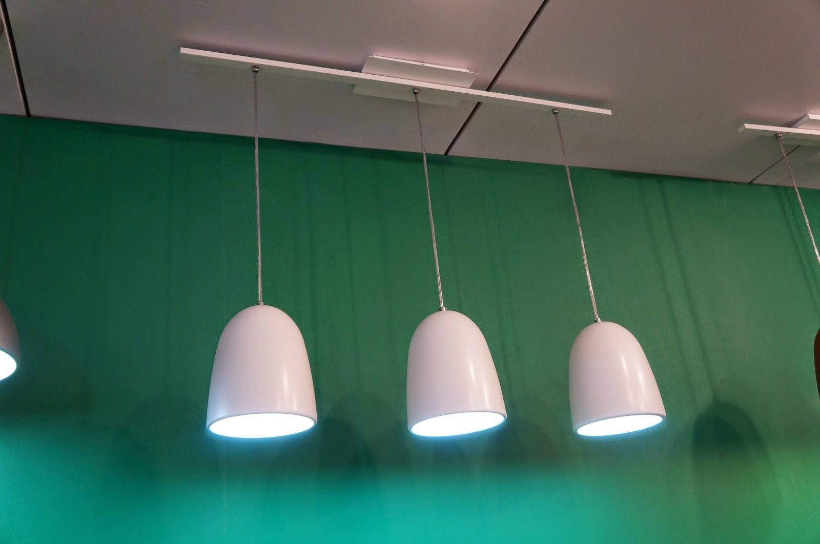 trio de luminárias brancas - Adimar Iluminação - Expolux 2014