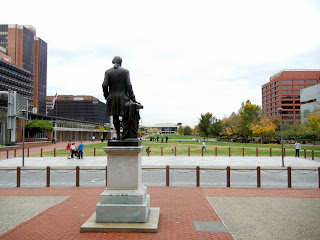 Statue of Washington overlooking the Independence Mall in Philadelphia