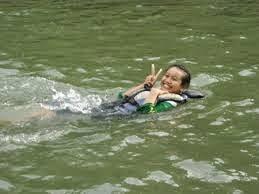Berenang di Sungai