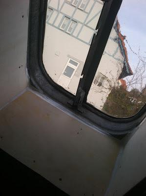 Karl erwin und die frau ein haus wird gl cklich reparieren einer alte dachluke - Ubergang wand decke acryl ...