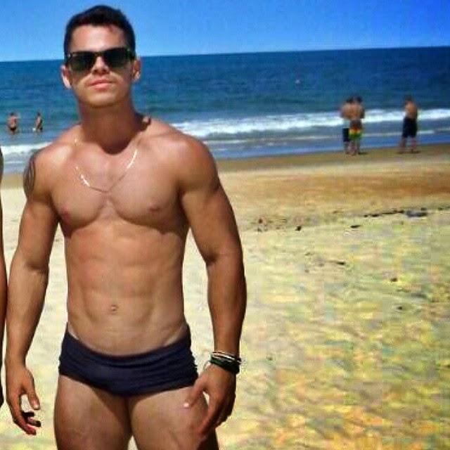 Nil Menezes mostra o corpo sarado em praia do Rio Grande do Norte. Foto: Arquivo pessoal