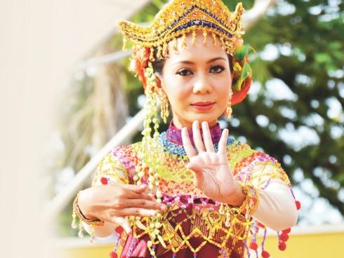 Malaysia, Berita, Gossip, Gosip, Hiburan, Selebriti, Artis Malaysia, Seni, tradisional, kurang, pelapis