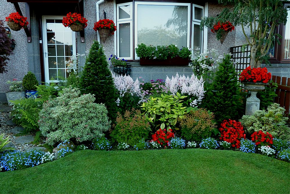Home and garden front garden ideas for Garden design ideas for front of house