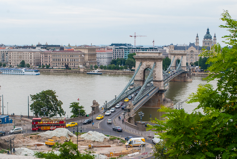 Picture of the Chain bridge in budapest hungary