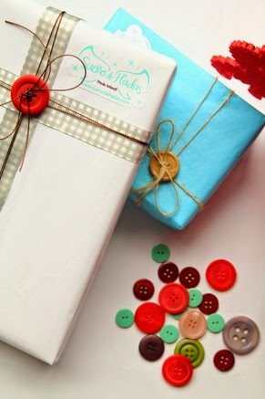 Como envolver regalos con botones