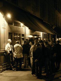 Dubbi sull'attacco islamico a un locale gay del Marais