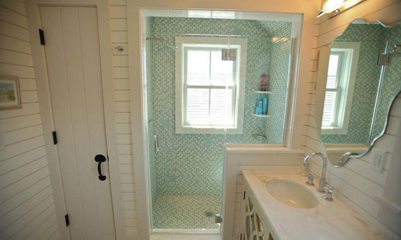 Coastal home spotted from the crow39s nestbeach house for Nantucket style bathrooms