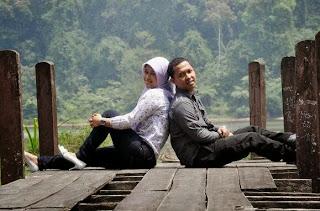 prewed di danau outdoor