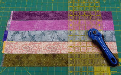 "hexie tutorial: for 3/4"" hexies, cut rows of 2"" strips into 2"" squares"
