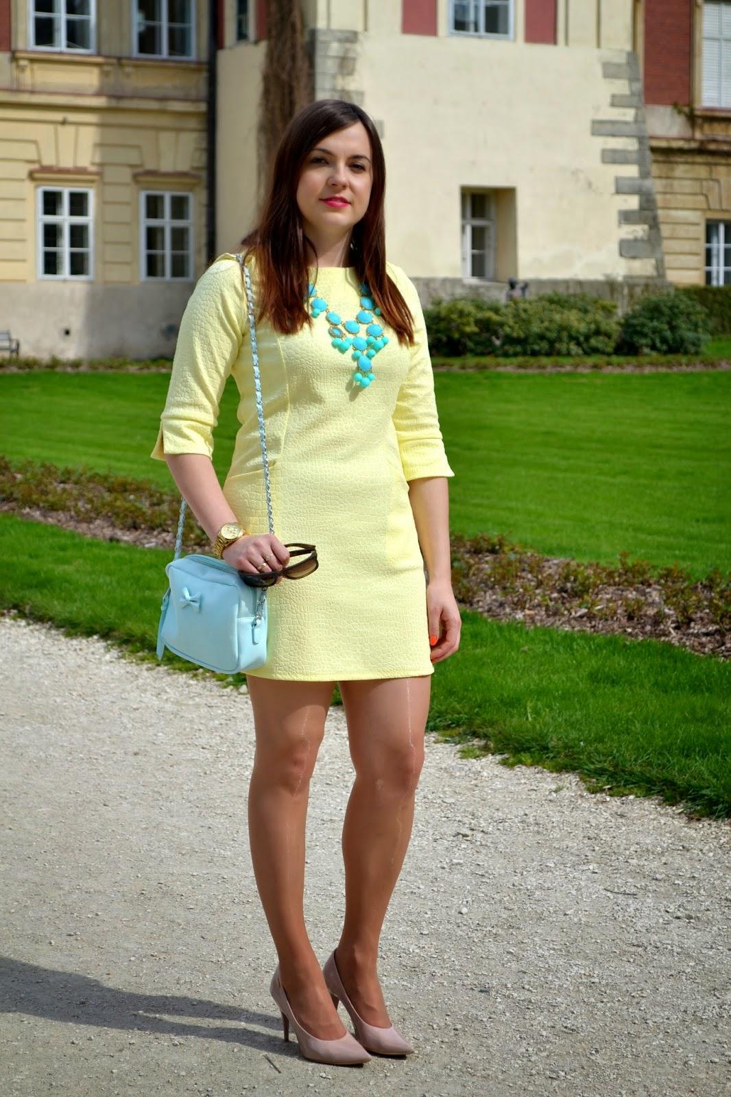 pastele na wiosne, żółta sukienka, babby blue, pudrowe czółenka, pastelowa miętowa torebka