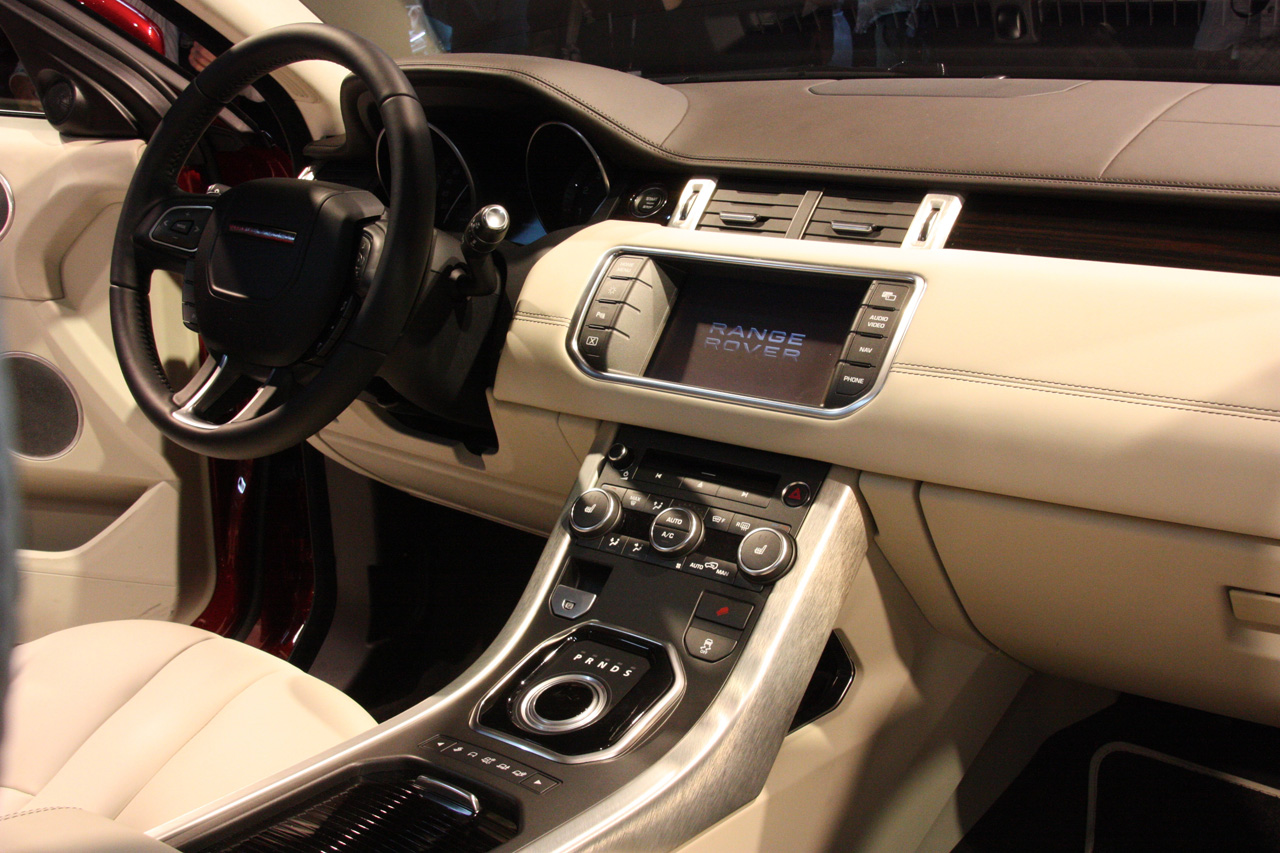Interactive magazine 2012 land rover range rover evoque 5 for Interieur 2015