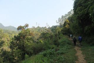 http://vilaistanabungavilage.blogspot.com/2015/10/lokasi-hiking-di-lembang-bandung.html
