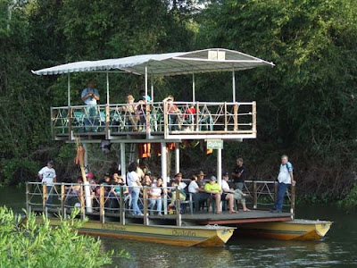 passeio fluvial no pantanal