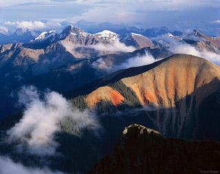 Halk inanışına göre dünyanın etrafını çevreleyen dağın adı