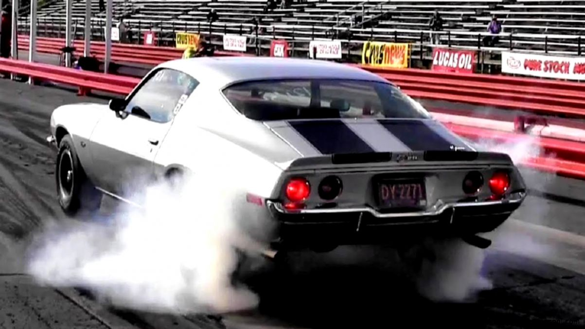 1965 Corvette L79 vs 1970 Camaro Z28 LT1 14 Mile Drag Race