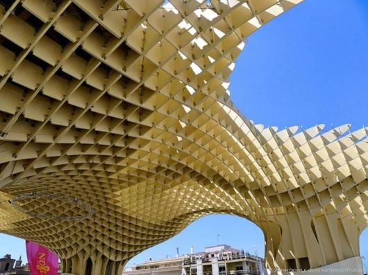 bangunan dengan struktur kayu terbesar