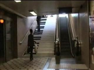 Escadas de piano em vez de escadas rolantes... ideias surgindo?