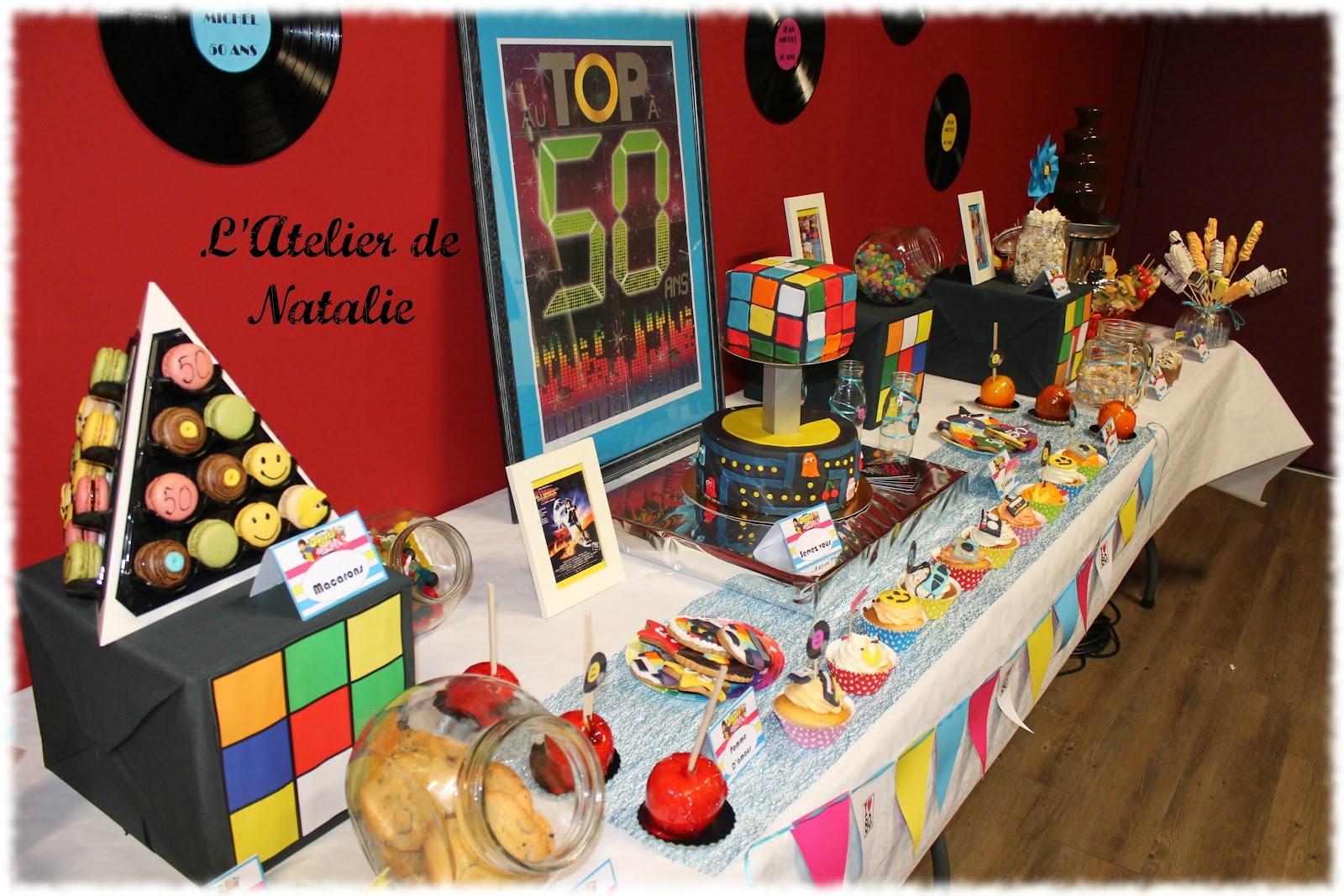 Idee deco table anniversaire fashion designs for Decoration maison annees 80