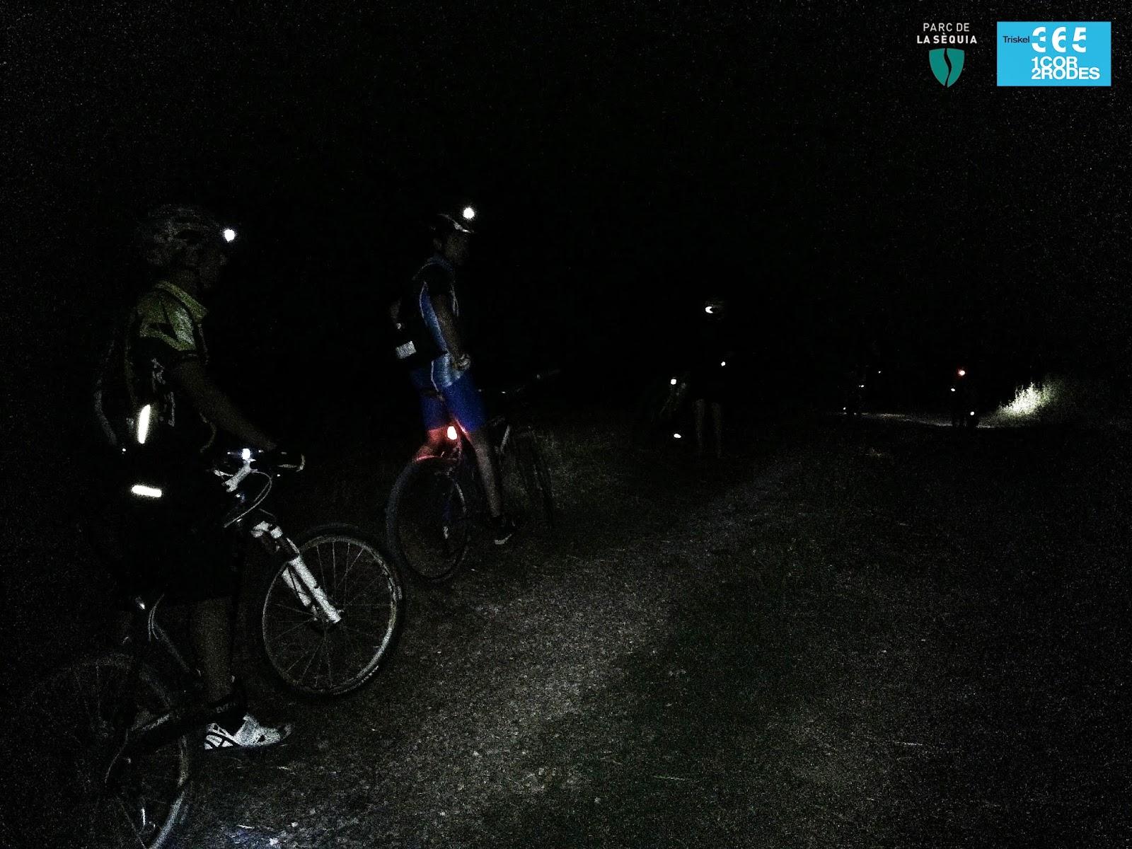sortida nocturna amb bicicleta de muntanya per la Sèquia amb la gent de la botiga de ciclisme de manresa triskel 365 i som 365