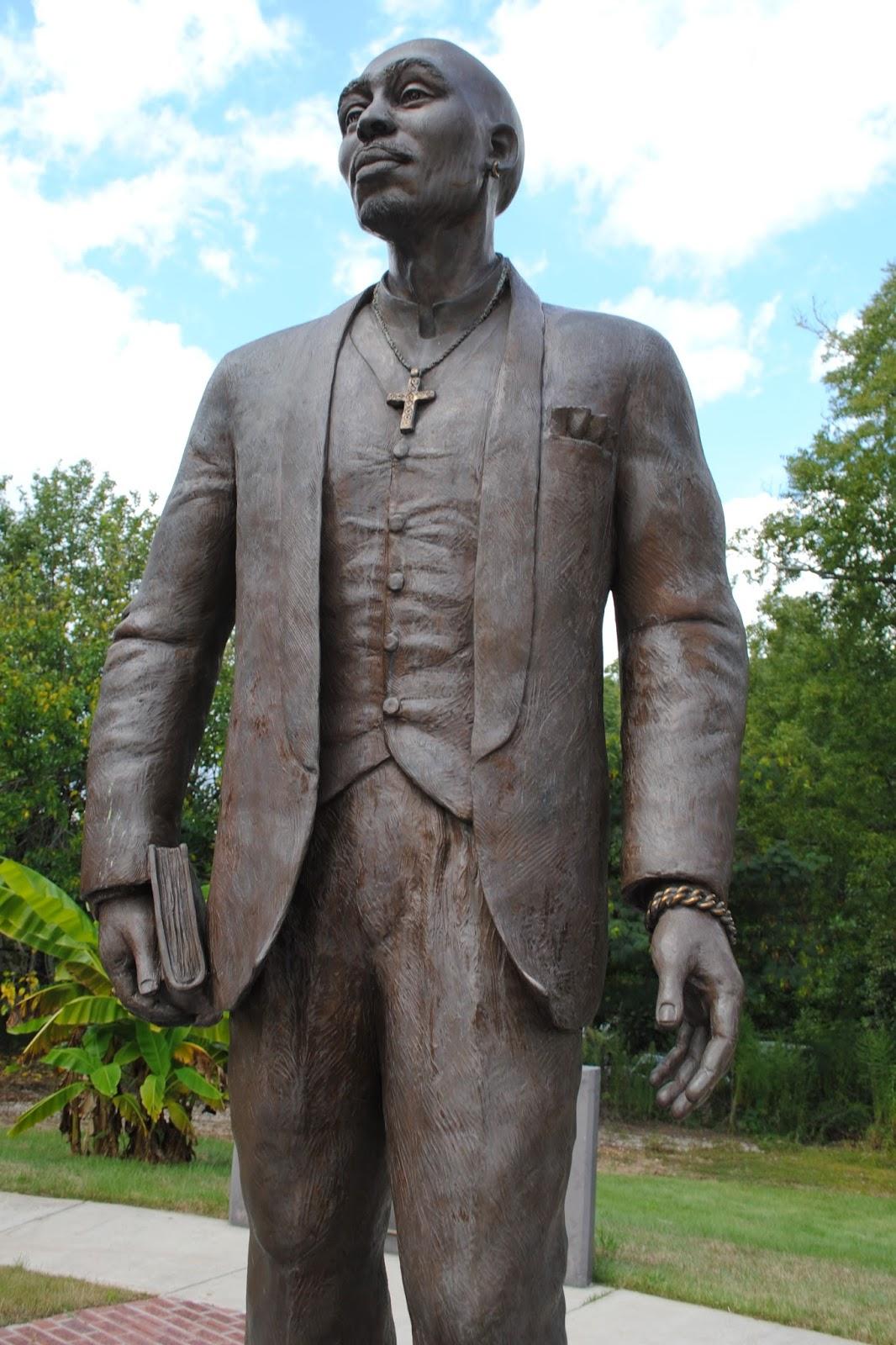 the carpetbagger tupac statue in stone mountain ga