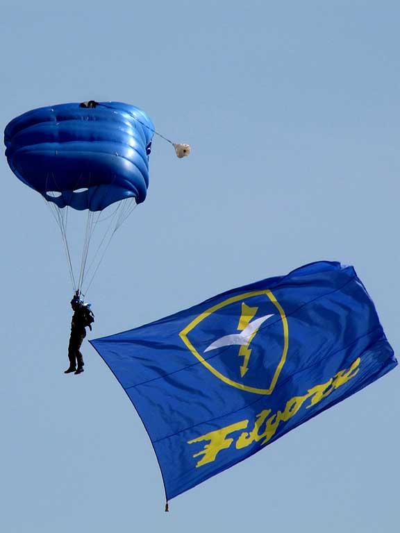 Parachutists, piazza della Repubblica, Livorno
