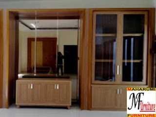 Setting Interior Furniture Lemari Pajangan
