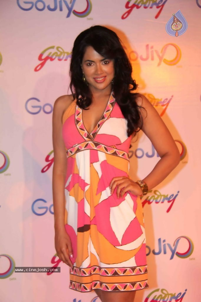 Sameera Reddy Looking Hot In Pink Outfit At GoJiyo Anniversary Celebration