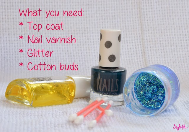 With this tutorial using only nail polish, q-tips and glitter, you can make a stylish ombre effect manicure for your nails