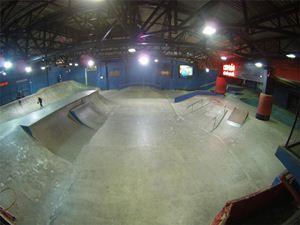 Famosos fazem campanha para manter pista de skate de Chorão em Santos