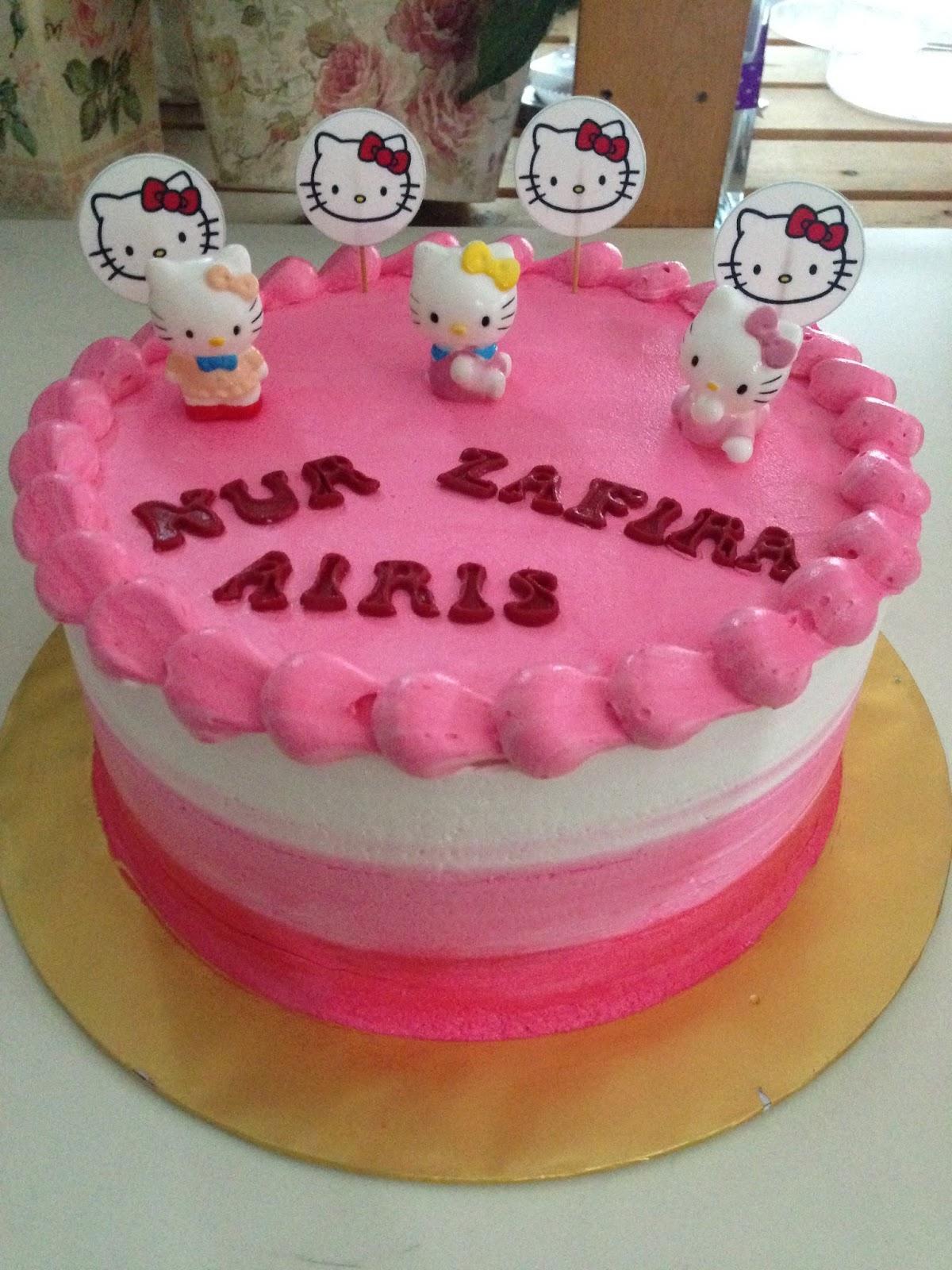 ninie cakes house: Hello Kitty Cake Design