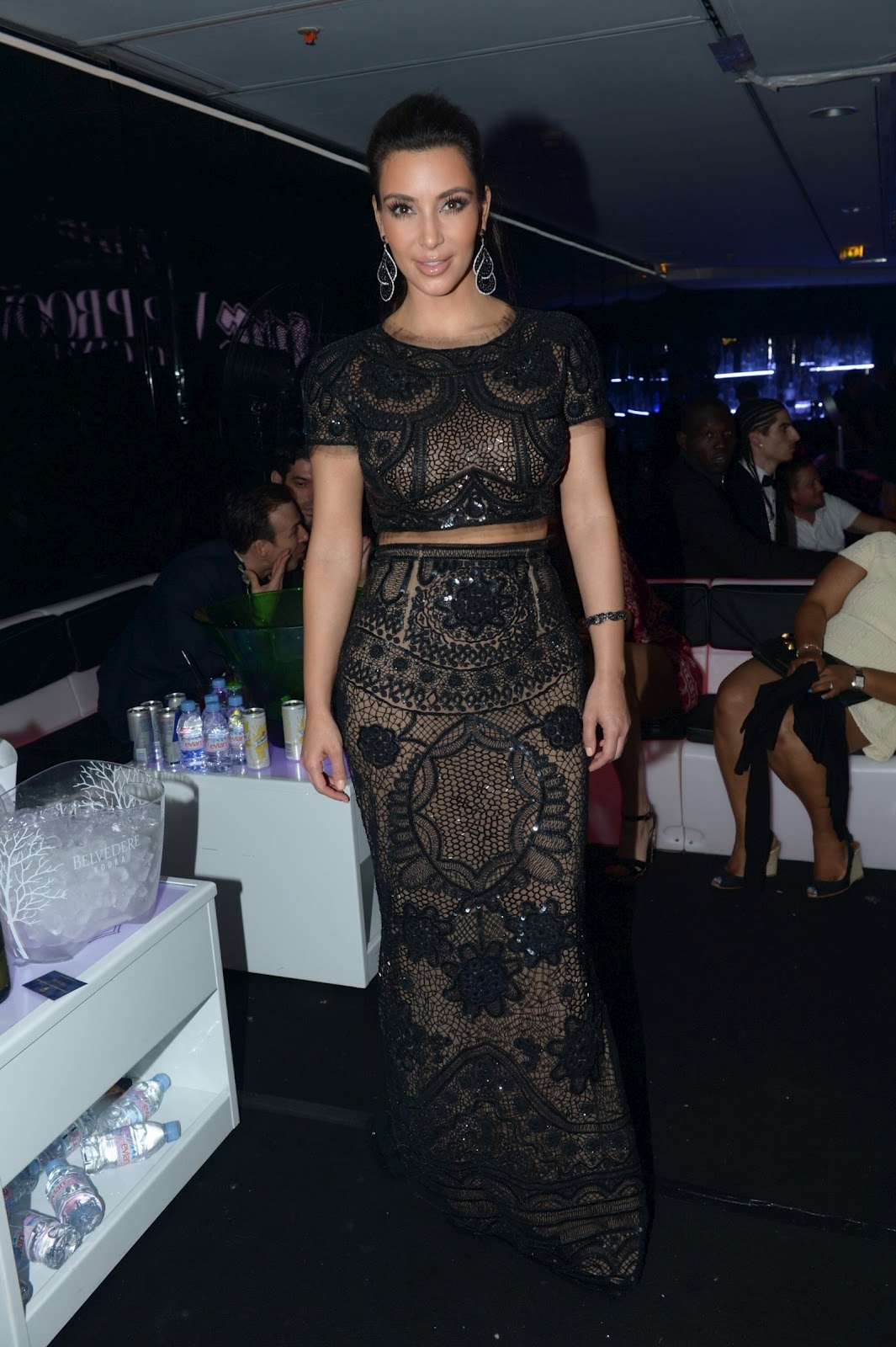 http://3.bp.blogspot.com/-lNuLKEl28wM/T70sP7YC2EI/AAAAAAAAJnY/OdkVd4Bc8rg/s1600/Kim-Kardashian-See-Through-Cannes-5.jpg