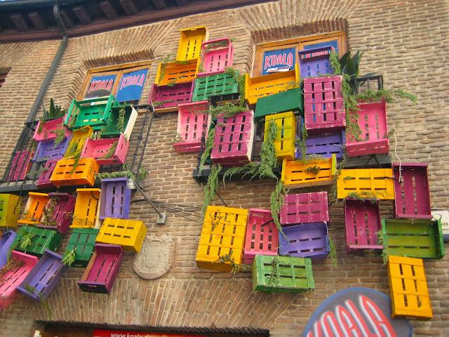 Decoracción de un comercio en el barrio de las letras