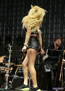 Ellie Goulding   Performing at the 2014 Coachella 7.jpg