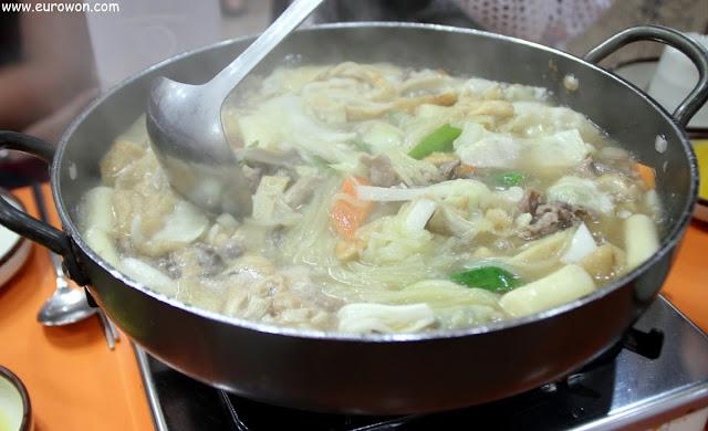 Teeokbokki del rey poco picante y con muchos ingredientes