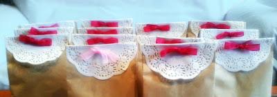 bolsas de papel con blonda y lazo