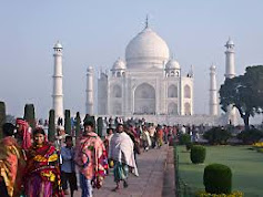 ताजमहल देखने आये इम्फाल  के छात्रों से मांगा भारतीयता के सुबूत
