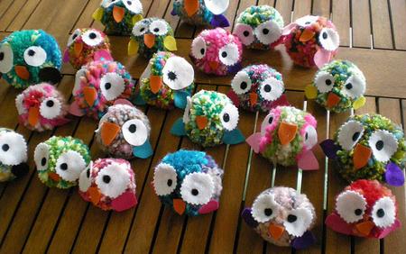 Fieltropiezos diy c mo hacer un pomp n de lana for Trabajos artesanales para hacer en casa