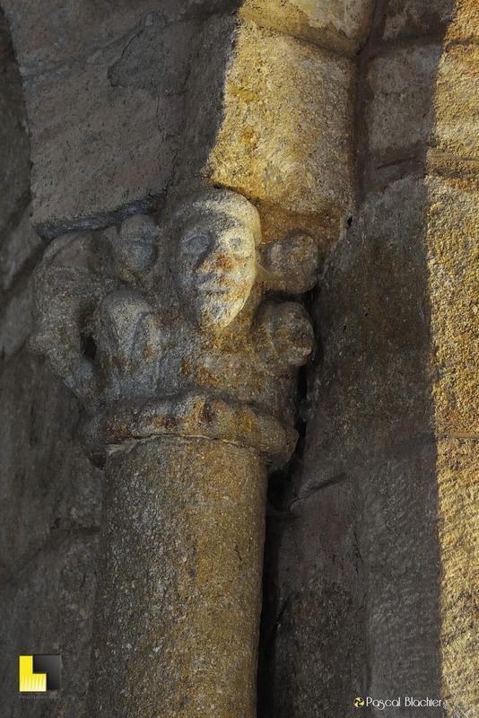 détail de chapiteau église de la garde guérin photo pascal blachier