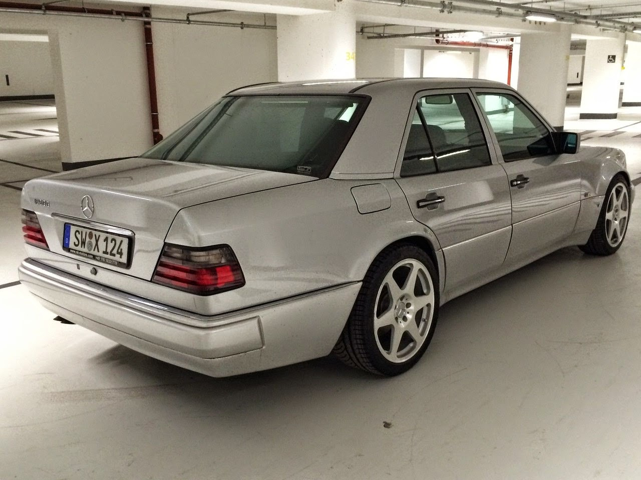 Mercedes benz w124 e500 limited edition benztuning for Mercedes benz limited edition