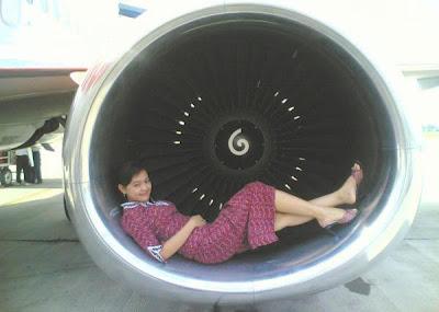 skandal foto aksi nakal yang hot pramugari LION AIR cantik di pesawat bikin heboh