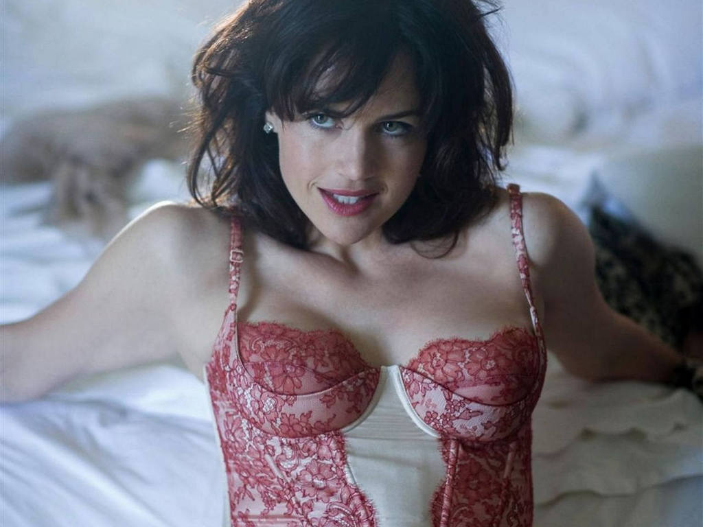 Carla Gugino Hot Photos