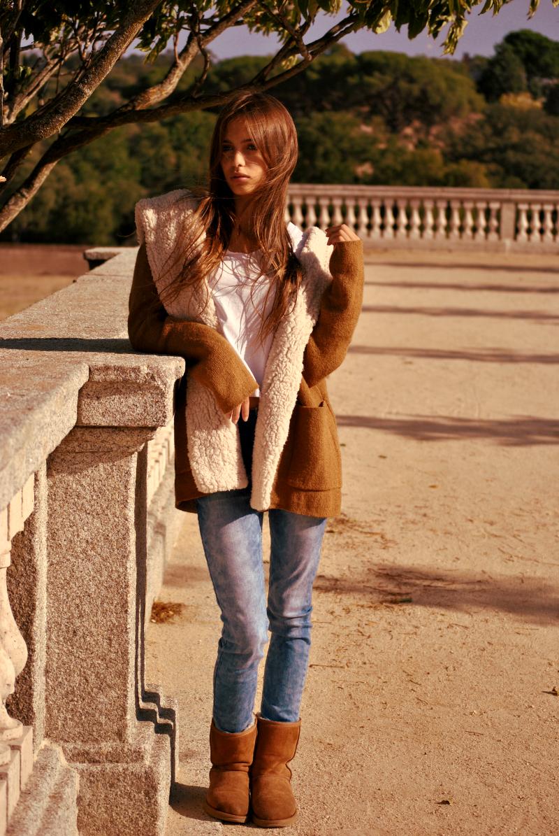 UGG Boots And Short Coat Dark Camel Colour. (Look Compuesto De Botas UGG Y Chaqueta Corta Color ...