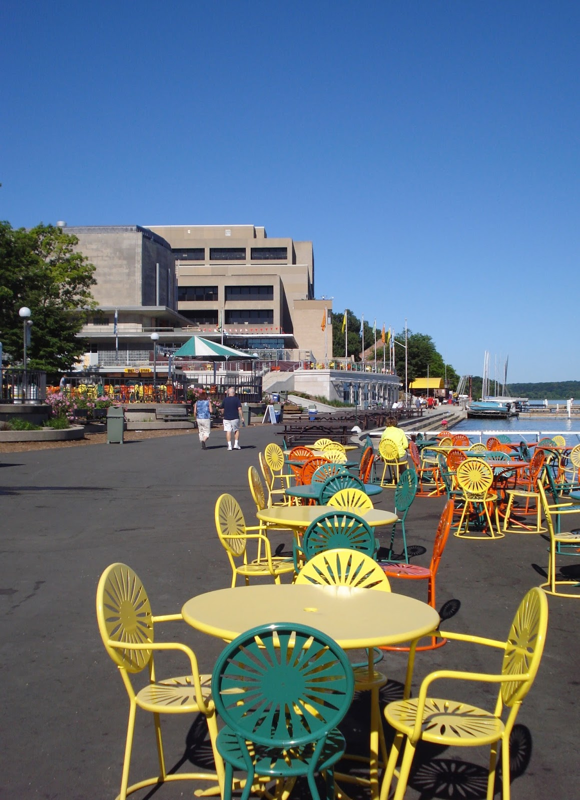Lesa 39 s book critiques madison wisconsin in august for Mendota terrace