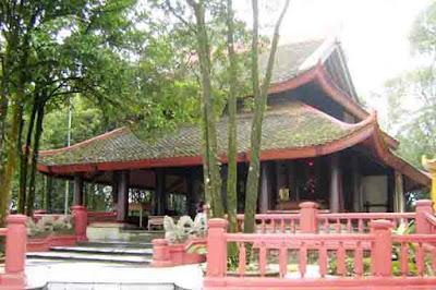 đền thờ Bác Hồ trên núi Ba Vì- một nét văn hóa tâm linh trên danh thiêng Tản Viên