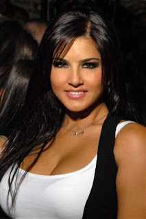 Hot and Spicy Sunny Leone in White Dress- Sunny Leone Unseen Photo
