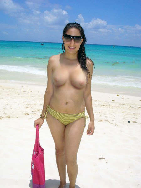 Hot NRI Babe Naked In Beach