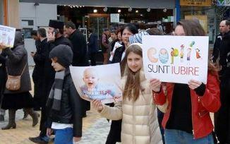 Adevărul.ro: Peste 3000 de oameni la Marşul pentru Viaţă de la Piteşti